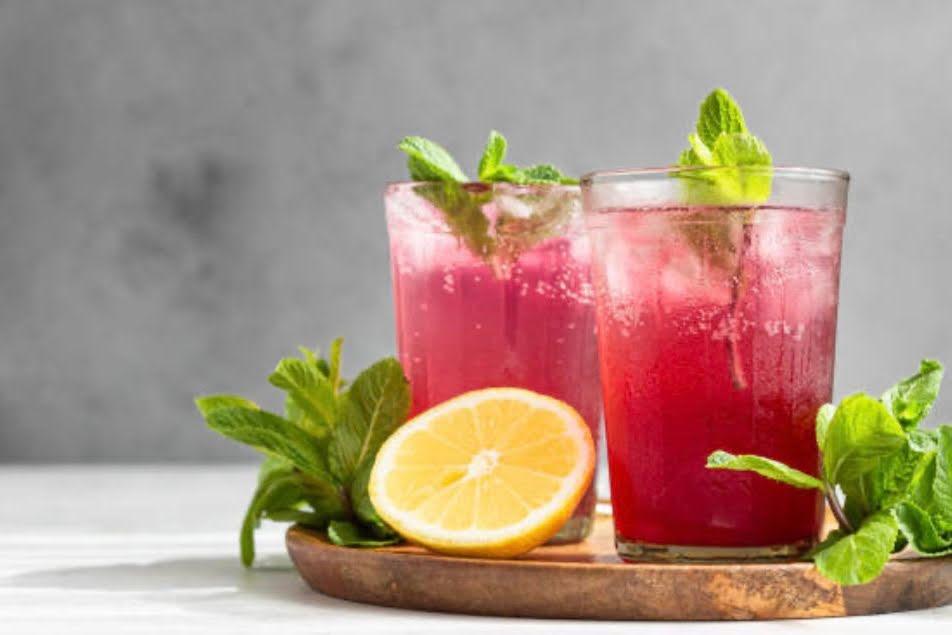 Elderberry-Lemon Immune Spritzer